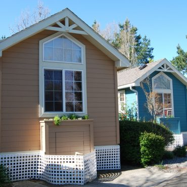 Tiny Home vs RV Living: Which is Better for Full Time Living?
